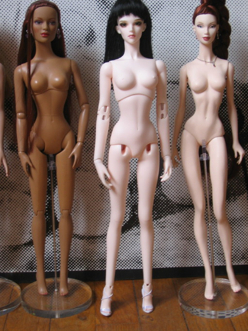 Comparaisons corps fashion dolls: images & liens Img267811pl6